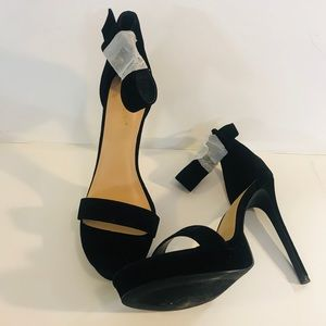Women's Shoe Dazzle Black Suede Open Toe  Heels